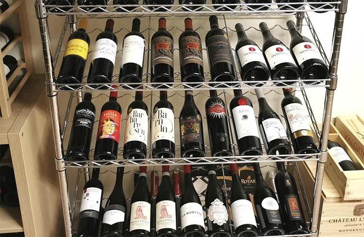 Идеальный градус наклона полки для классических винных бутылок от 10 до 20 градусов